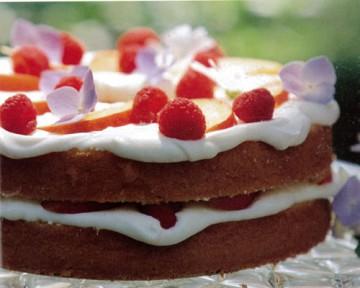 ラズベリーとネクタリンのショートケーキ